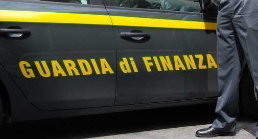 Fiamme gialle confiscano beni per 300 mila euro