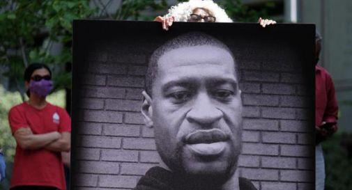 Omicidio Floyd, sentenza processo: Chauvin condannato a 22 anni e mezzo
