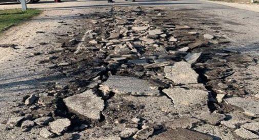 l'asfalto danneggiato