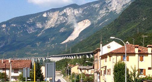 Dopo 3 giorni la montagna continua a franare