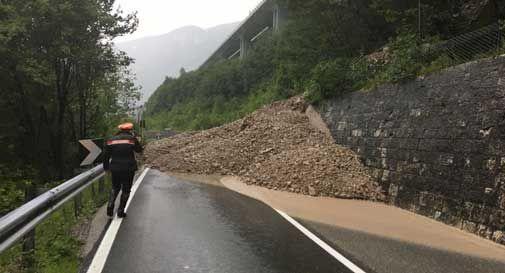 Ancora pioggia e grandine su Vittorio Veneto. Strade e ferrovie bloccate