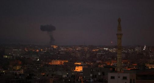 Israele-Gaza, nella notte ancora razzi e raid