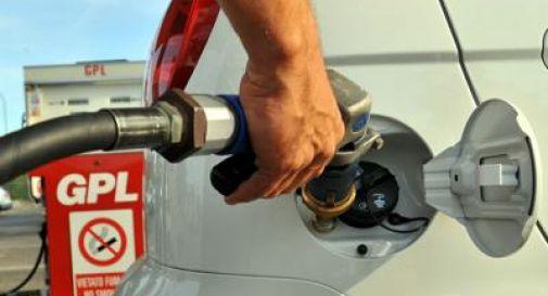Carburanti, ancora ribassi