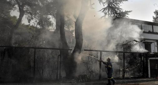 Incendi Grecia, fiamme distruggono Evia ma monaci non si muovono