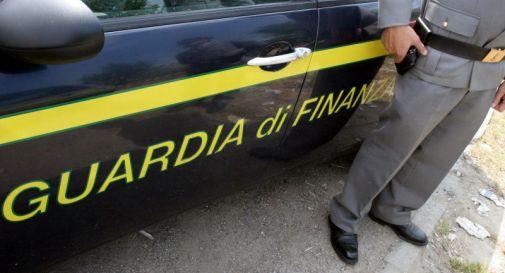 Tangenti per permessi di soggiorno, arrestato funzionario polizia ...