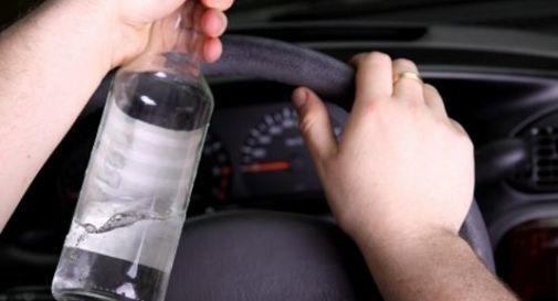 Ubriaco fradicio percorre 15 km contromano in autostrada