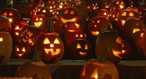 Blitz della Guardia di finanza, sequestrati 200mila gadget di Halloween