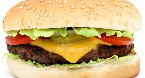 Varechina nel panino del Burger King, due ragazzi in ospedale