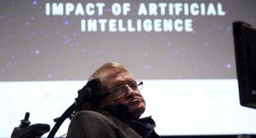 Cos'è la Sla, malattia che a Hawking fu diagnosticata a 20 anni. Quando gli diedero pochi anni di vita...