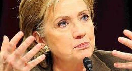 Hillary Clinton riceve gli auguri dal marito e bacchetta Obama