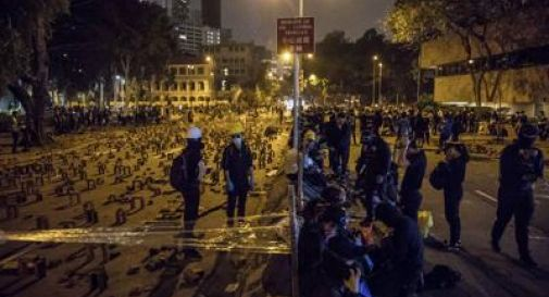 Hong Kong, morto 70enne colpito da mattone durante proteste