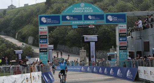 Passato e presente del ciclismo italiano a braccetto sul Grappa