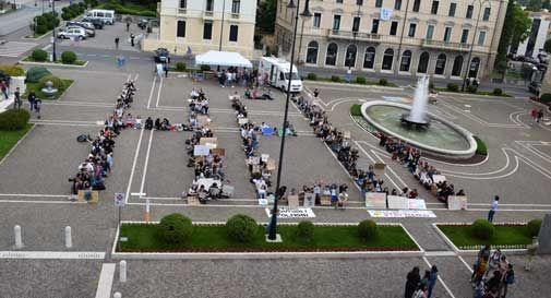 Gli studenti riempiono ancora Piazza del Popolo per il clima