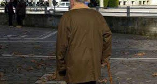Si fingono poliziotto e dipendente del gas e derubano anziano: bottino di 200mila euro