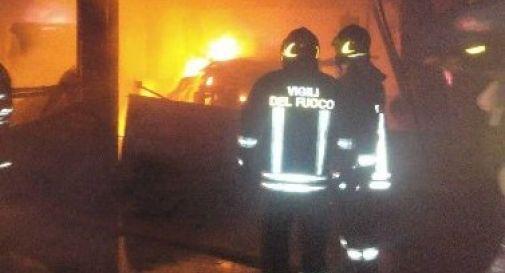 Casa a fuoco, messo in salvo un 15enne
