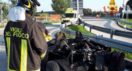 Tir va a fuoco, distrutti 5 bolidi da corsa