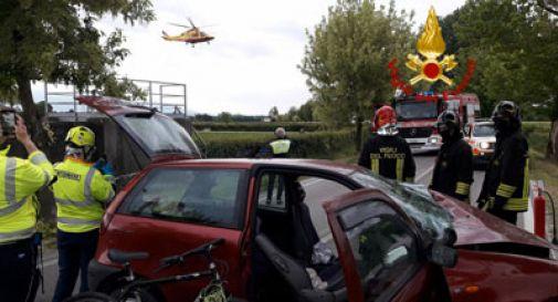Perde il controllo dell'auto e finisce fuoristrada: arriva l'elisoccorso