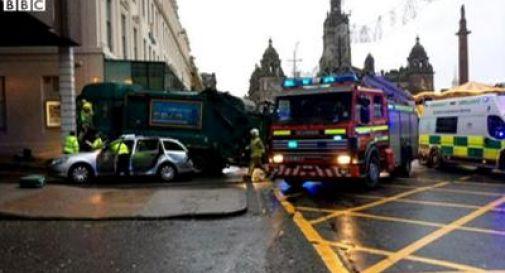 Camion travolge pedoni nel centro di Glasgow, 6 morti