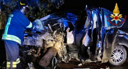 Perde il controllo dell'auto e si schianta contro un albero, muore un 39enne