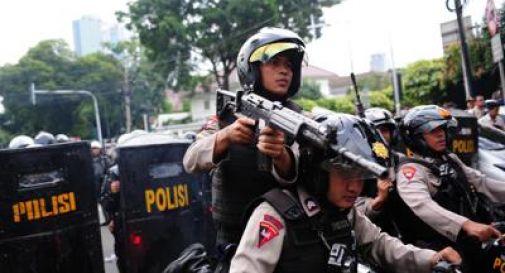 Indonesia, attentatore fa esplodere bomba in chiesa: 4 feriti