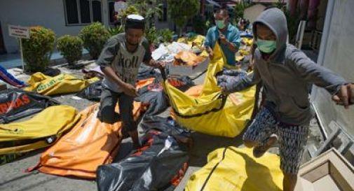 Disastro tsunami in Indonesia: oltre 800 morti