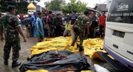 Disastro Indonesia, lo tsunami fa strage: almeno 168 morti
