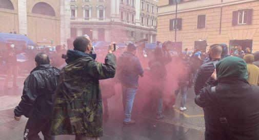 'Io apro', protesta a Roma