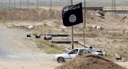 Siria, miliziani Is attaccano villaggio: centinaia di persone in ostaggio