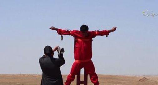 Orrore Is, militante taglia mano e piede a 'spia' crocifissa