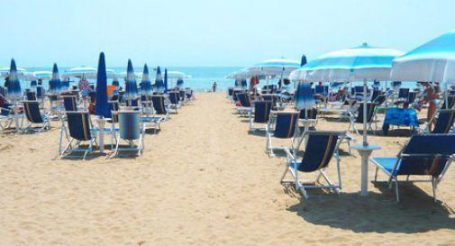 Jesolo presa d'assalto: spiagge e bar pieni