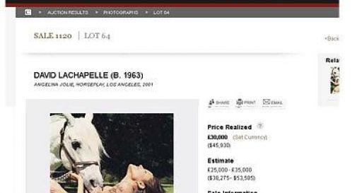 Londra, foto di Angelina Jolie in topless battuta all'asta per 35.500 euro