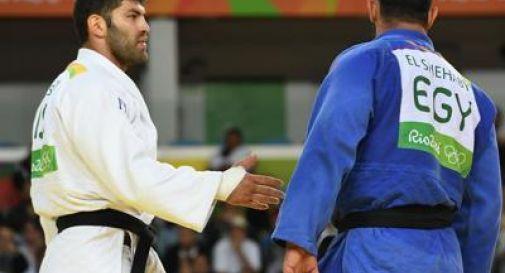 Nega il saluto al rivale israeliano, judoka egiziano escluso dai Giochi