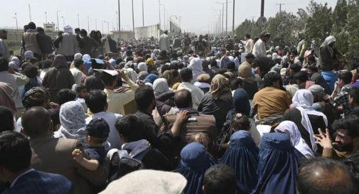 Afghanistan, attacco kamikaze aeroporto Kabul: 13 morti