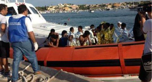 Sbarcati a Lampedusa 11 migranti: 4 sono bimbi, 3 donne incinte