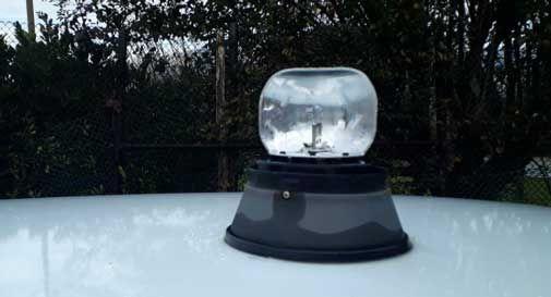 Rubano il lampeggiante dall'auto dell'associazione: