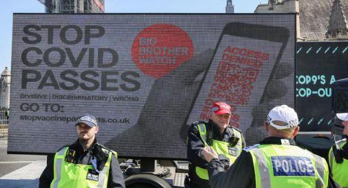 Covid Gb, Londra ci ripensa: no al Green pass