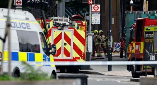 Londra, grosso incendio alla stazione Elephant and Castle