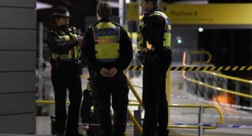 Manchester, uomo accoltella 3 persone la notte di Capodanno