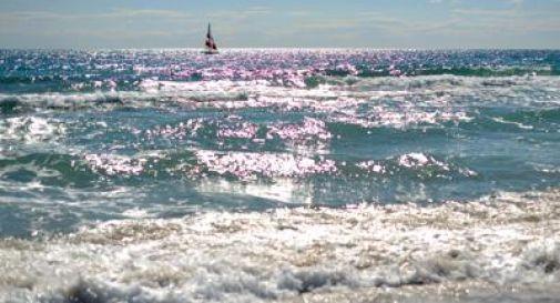 Dramma in mare a Chioggia: si immerge in acqua ma non risale più