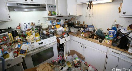 Accumulava di tutto in casa odore infernale vicini - Odore di fogna in casa ...