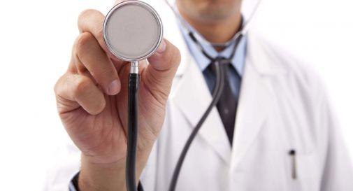 Si finge sostituta del medico e deruba anziana