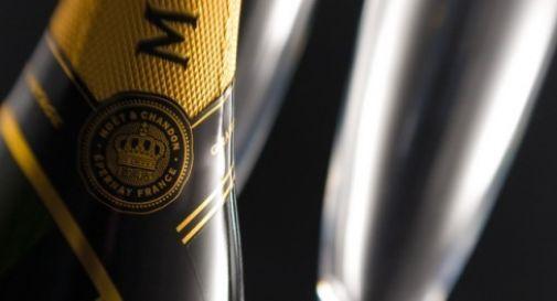 Rubano al supermercato champagne per 600 euro: coppia scoperta