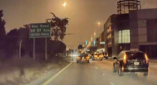 Meteorite nel cielo di Miami, il video dell'automobilista