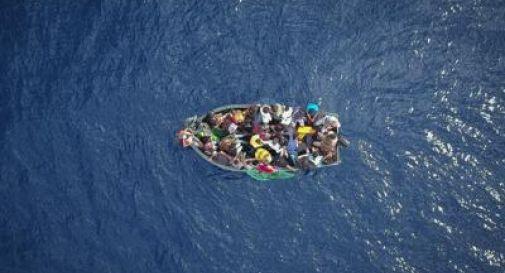Naufragio a largo Tunisia, 80 persone in mare