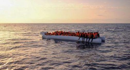 Lampedusa, sbarcano oltre 100 migranti