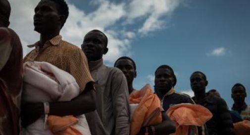 Migranti picco di sbarchi, si rischia di superare l'ondata del 2015