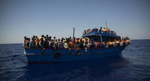 Naufragio al largo della Libia: 100 migranti dispersi