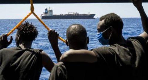 Migranti, altri due barconi in difficoltà a sud di Lampedusa