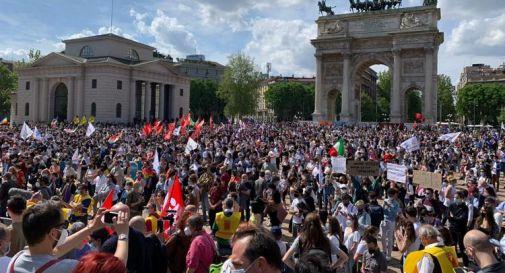 Ddl Zan, piazza piena a Milano per la manifestazione