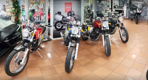 Spaccata in negozio: spariscono le moto, bottino supera i 50mila euro